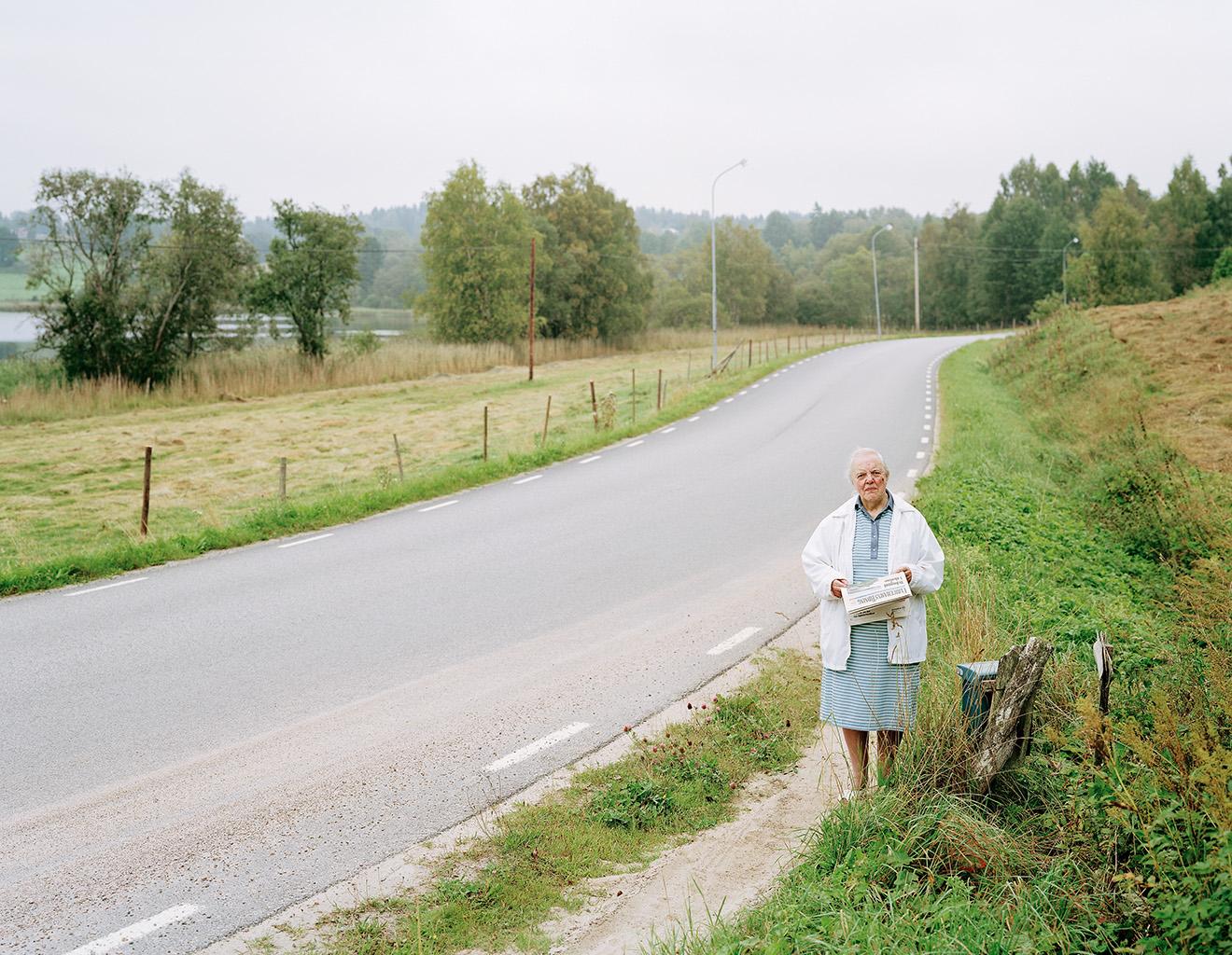 Inga-Brita at the mailbox, Alarp, 6 September 2004